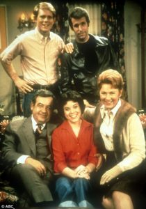 The Cunninghams and Fonzie - Happy Days TV Series
